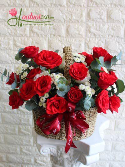 Giỏ hoa hồng đỏ - Hè rực rỡ