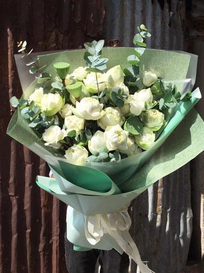 Bó hoa sen trắng - Kính trọng