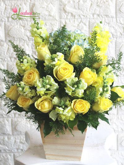 Hộp hoa tươi- Nụ cười vàng